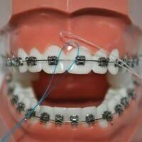 Utiliser la soie dentaire une fois par jour